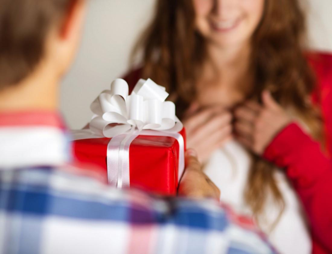 Этикет для девушек подарки